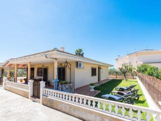 CLÍVIA - Property for 6 people in Platges de Muro, Playa de Muro