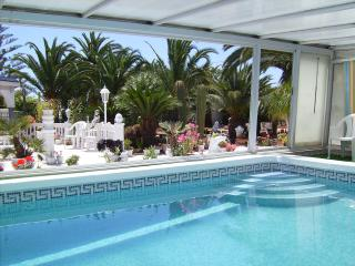 san luis apartment . private pool. free wifi, Torrevieja
