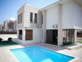 Sandy Beach (4 Bed), Pyla