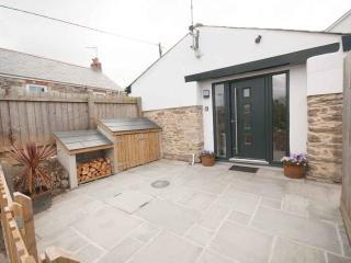 The Bolt Hole - a hideaway for 2 with parking, Crantock