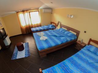 Guest House Opera-Quadruple Room 15, Budva