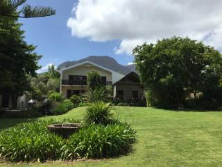 Tannenhof Winelands - Luxury Garden Studio, Somerset West