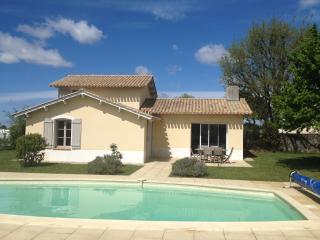 Villa piscine privee, wifi, sur golf, proche mer