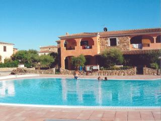 beautiful villa with pool and garden, Monte Petrosu