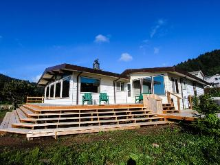 Dog-friendly, oceanfront house w/ private hot tub & beach access, Yachats