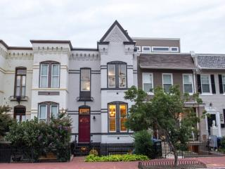 Capitol Hill Guest House - 2BR+Deck, Washington