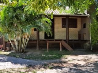 Casa completa na Praia do Rosa, com cozinha equipada!