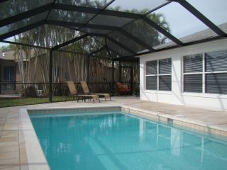 Luxury Vacation Home, Quiet, Pool, BBQ, Bikes etc, Cape Coral