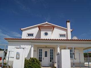3 Bedroom Villa with pool lovely location, Aljezur