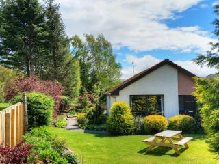 Silver Trees - ideal holiday home with hot tub in landscaped garden