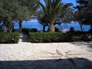 Villa Cala Bianca, ampio giardino con vista mare