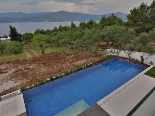 CONTEMPORARY VILLA FOR RENT ON BRAC ISLAND