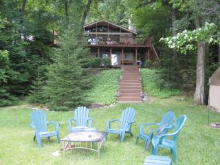 Lake Front Family-friendly Cabin with Sunset Views, Pocono Lake