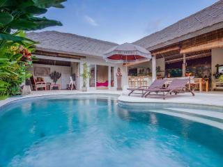 Orora villa, 3 bedroom in the heart of Canggu Bali (400 m from the beach)