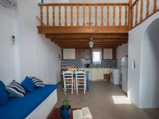 Santorini Traditional Suites THIRAS Suite