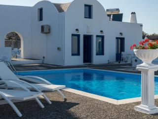 Santorini Traditional Suites THIRAS Suite