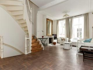 Historic Spacious 4 room townhouse in centre, La Haye