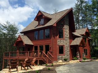 BRAND NEW LUXURIOUS 3 BR/2 BA LOG HOME, Sleeps 10!