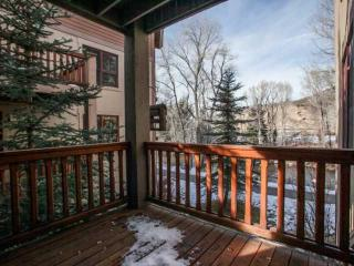 Brookside Park TH, Walk to Bvr Crk Shuttle or Vail Bus Stop, Seasonal Pool, YR