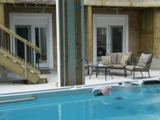 Hydro Pool with 2 Bedroom Apartment