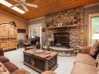 Family Friendly Townhome, Great Value, Steps to Bus, Minutes to Slopes!, Vail
