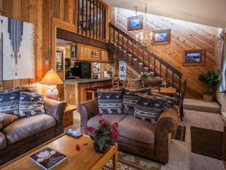 East Vail Condo, Short Walk to Bus Stop, Sleeps 8, Hot Tub & Seasonal Pool!