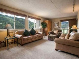 Evergreen Lodge 7th FL Condo, Central to Vail & Lionshead, Year Round Heated