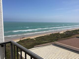 Beachfront Studio- Panoramic Views-pool &hot tub, South Padre Island