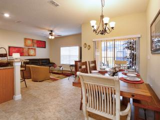 Amazing 4 Bedrooms With Pool near Parks in Disney, Kissimmee