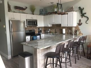 Crystal Beach, Ocean View, Sleeps 6, Renovated, Destin