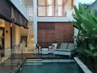 Rumah Sari Villa with a Fenced Pool, Canggu
