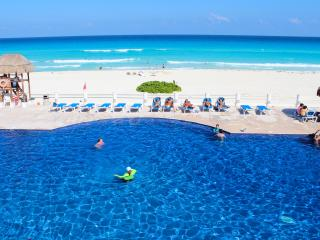 Nautical style apartment Located in the sea Cancun