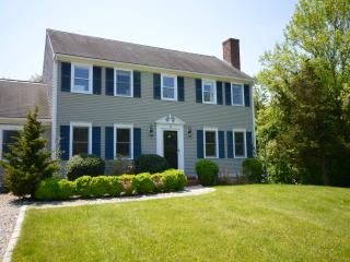 Magnificent Large Colonial, 2 Miles to Beach, Barnstable