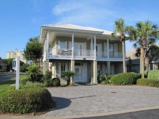 Emerald Mist*Pool View*Walk to Beach*Super Nice!, Destin