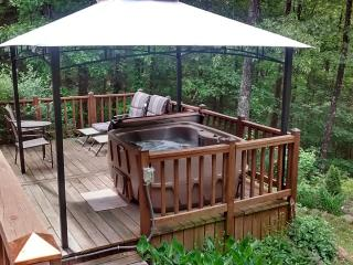 Greers Ferry Lakehouse, walk to lake..HOT TUB, Higden