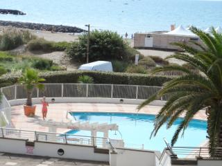 Sunny apartment with pool access, Cap-d'Agde