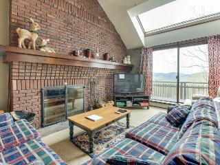 Ski-in/ski out access from cozy Vermont condo w/ shared pool & two decks