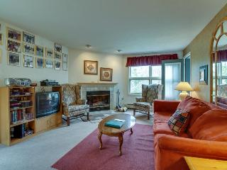 Ski-in/ski-out condo on Pico Mountain with a deck & views!, Killington
