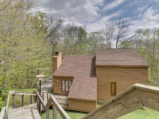 Spacious home w/ large deck, hot tub, game room & sauna!, Killington