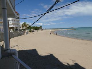 Family apartment in front of the beach, Sant Carles de la Rapita