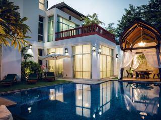 Nirvana Platinum BBQ Villa 7 Beds + Kids, Pattaya
