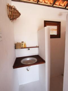 Salle de bain petite maison + toilette séparé