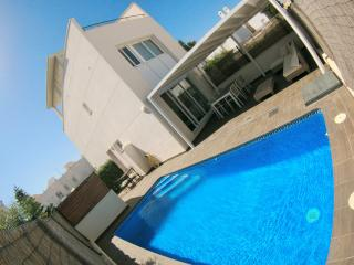Holidayhouse with private pool in Puerto Rey