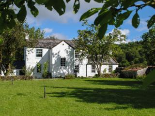 Riverside House, lovely family home next to water