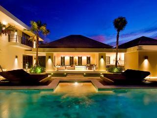 Uber cool, modern villa in Berawa, Canggu