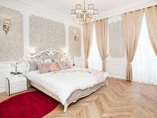 CHAMPS ELYSEES - 5BR / 4BA - 200m2 - TRIANGLE D'OR