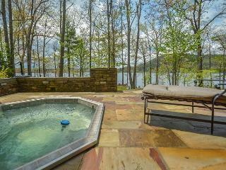 Extravagant 5 Bedroom Lakefront home offers a stunning lakefront!
