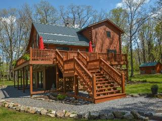 Exquisite 4 Bedroom Log Home offers Luxurious accomodations & privacy!, Swanton