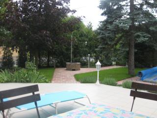Hannabella Apartmanház with pool and garden