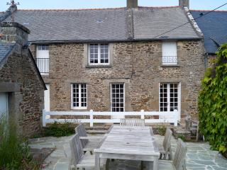 Cancale, maison vieilles pierres de pays 9 pers, Saint-Malo